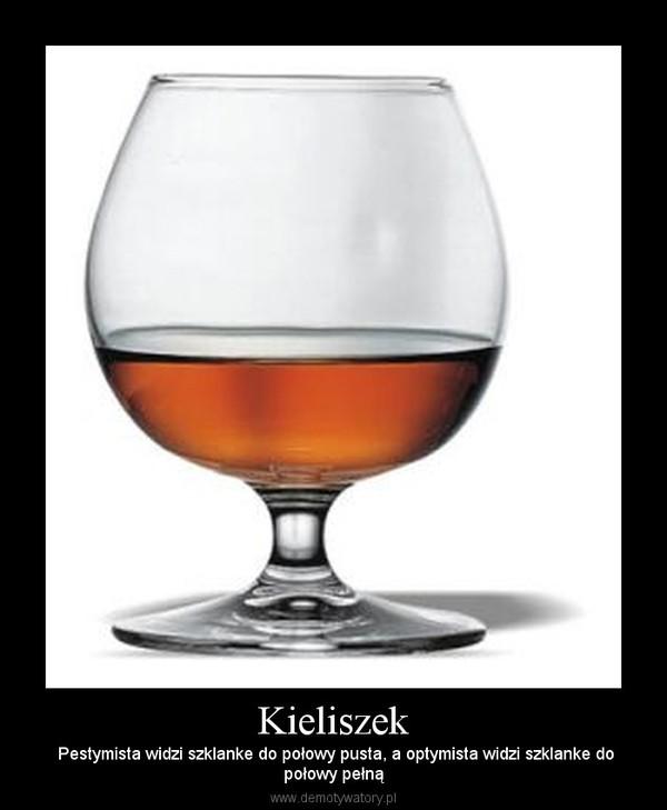 Kieliszek –  Pestymista widzi szklanke do połowy pusta, a optymista widzi szklanke dopołowy pełną