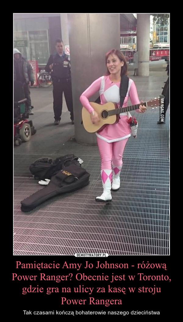 Pamiętacie Amy Jo Johnson - różową Power Ranger? Obecnie jest w Toronto, gdzie gra na ulicy za kasę w stroju Power Rangera – Tak czasami kończą bohaterowie naszego dzieciństwa