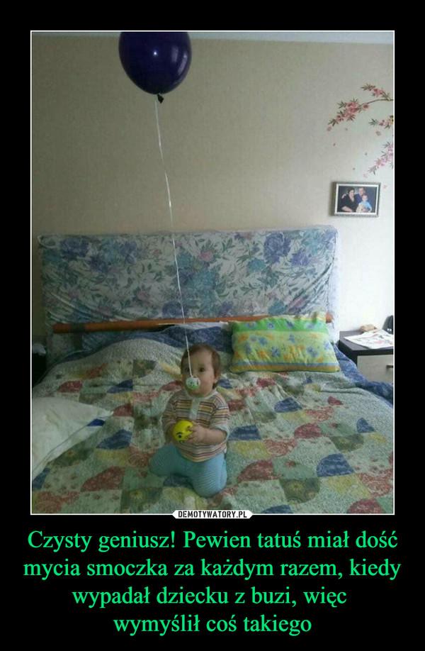 Czysty geniusz! Pewien tatuś miał dość mycia smoczka za każdym razem, kiedy wypadał dziecku z buzi, więc wymyślił coś takiego –