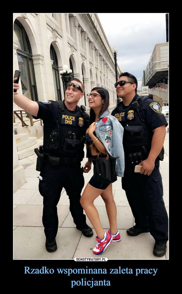 Rzadko wspominana zaleta pracy policjanta –