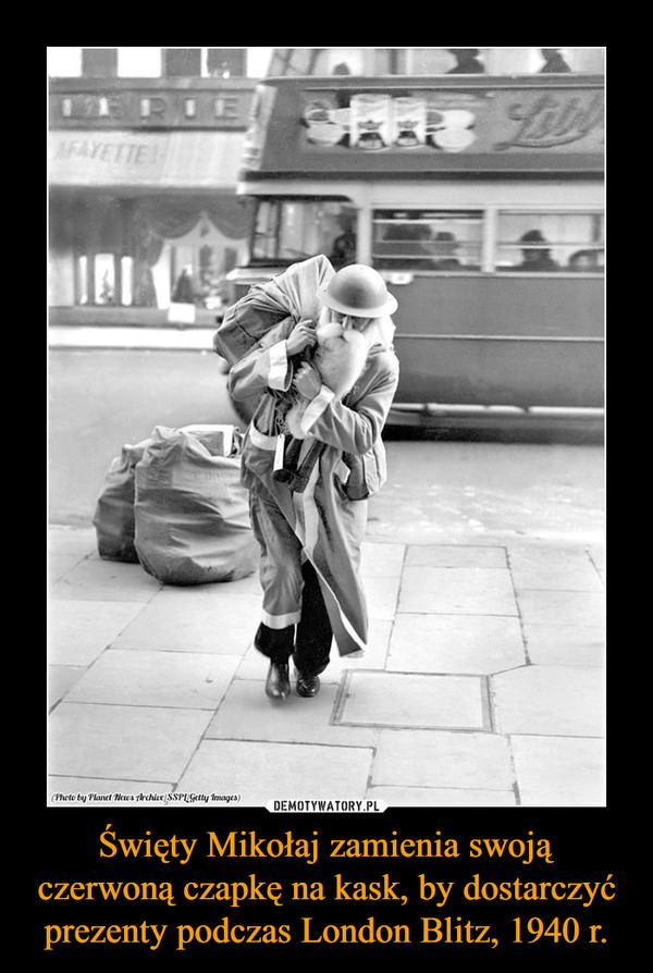 Święty Mikołaj zamienia swoją czerwoną czapkę na kask, by dostarczyć prezenty podczas London Blitz, 1940 r. –