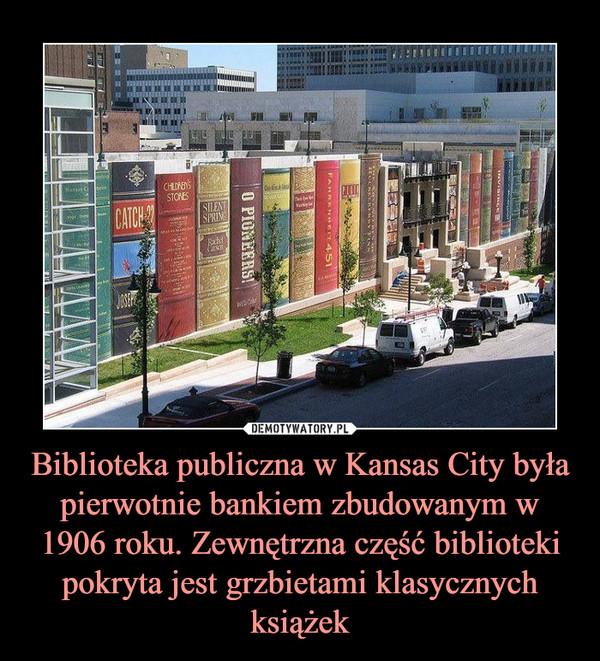 Biblioteka publiczna w Kansas City była pierwotnie bankiem zbudowanym w 1906 roku. Zewnętrzna część biblioteki pokryta jest grzbietami klasycznych książek –