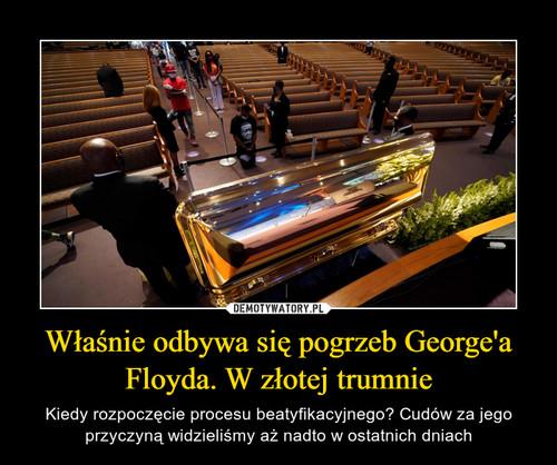 Właśnie odbywa się pogrzeb George'a Floyda. W złotej trumnie