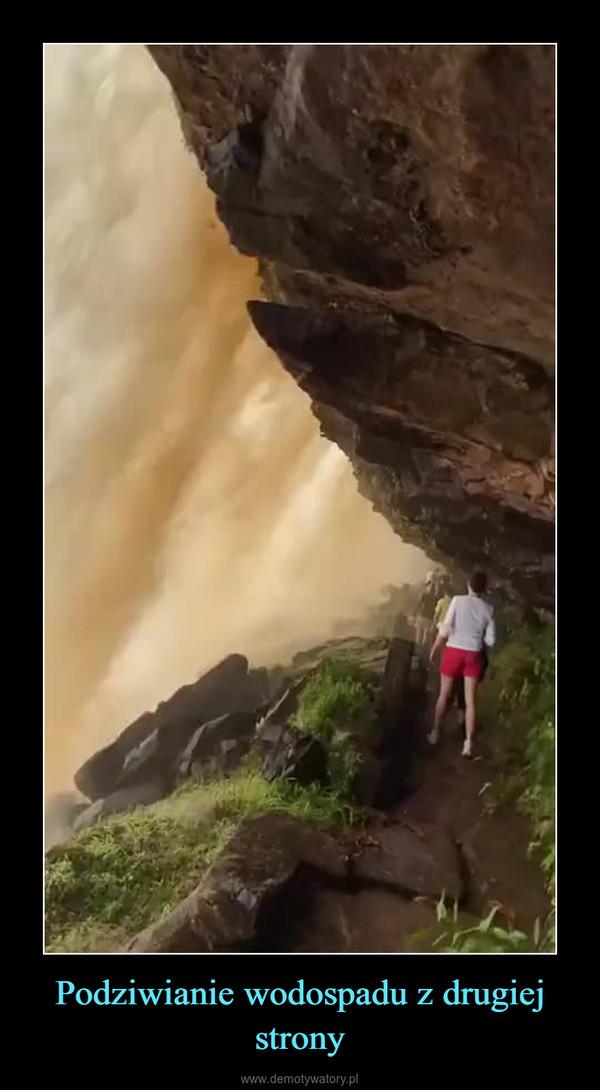 Podziwianie wodospadu z drugiej strony –