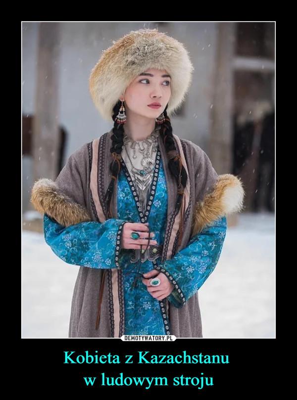 Kobieta z Kazachstanu w ludowym stroju –